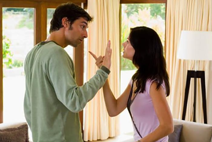 Раздражает муж