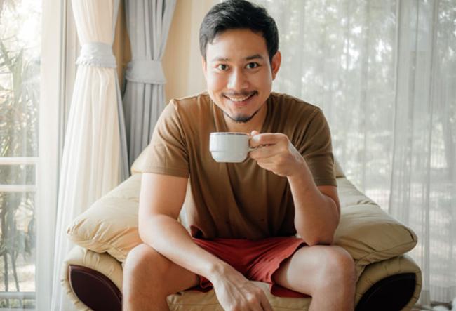 Счастливый мужчина с утра