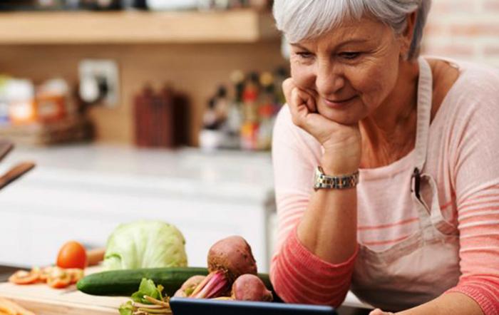Пожилая женщина на диете