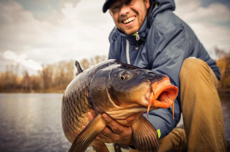 Рыбак с добычей