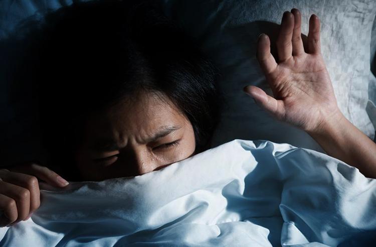 Девушки снится кошмар