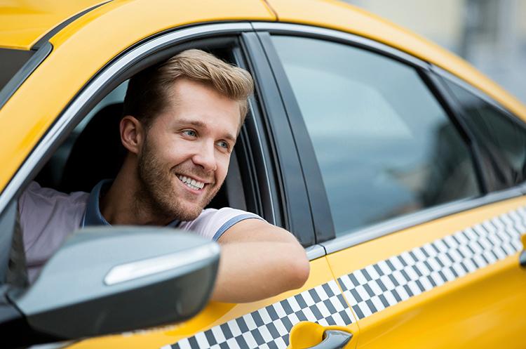 Молодой таксист