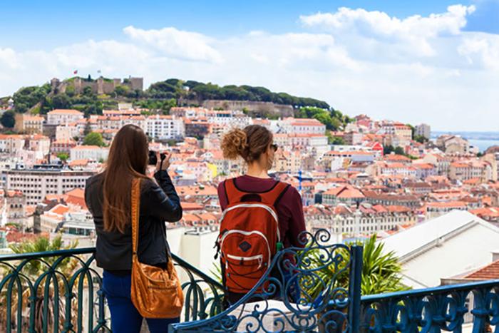 Туристы в Лиссабоне