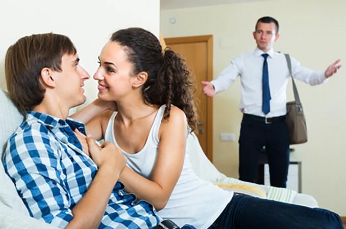 Муж застал жену за изменой