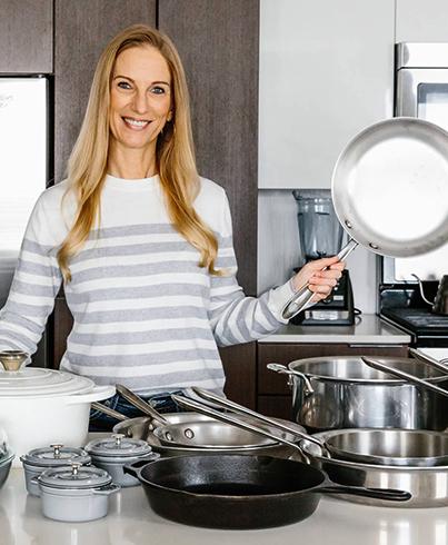 Женщина и сковородки