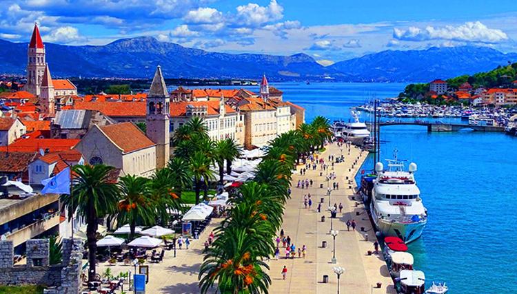 Туристы на Хорватском курорте