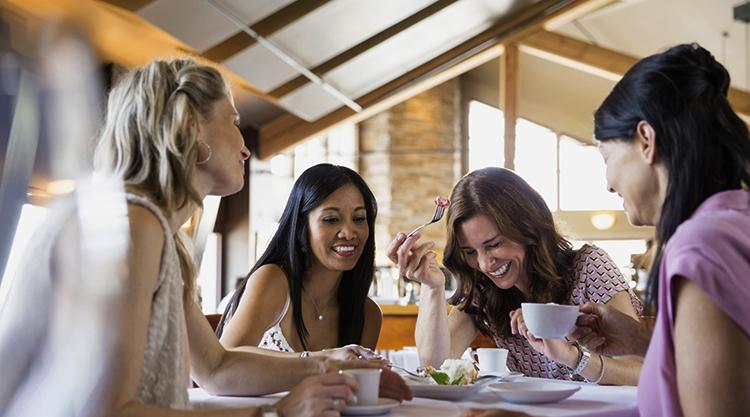 Женщина с подругами