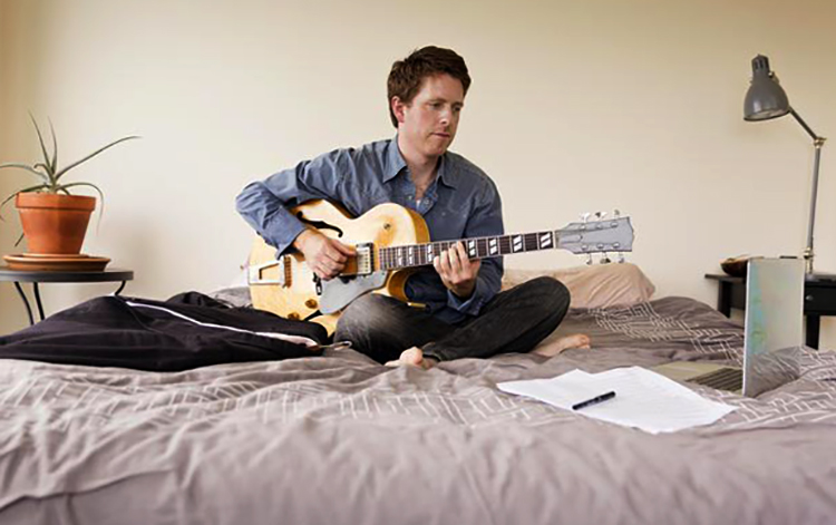 Музыкант дома