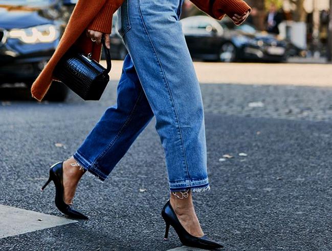 Девушка в обуви с каблуками