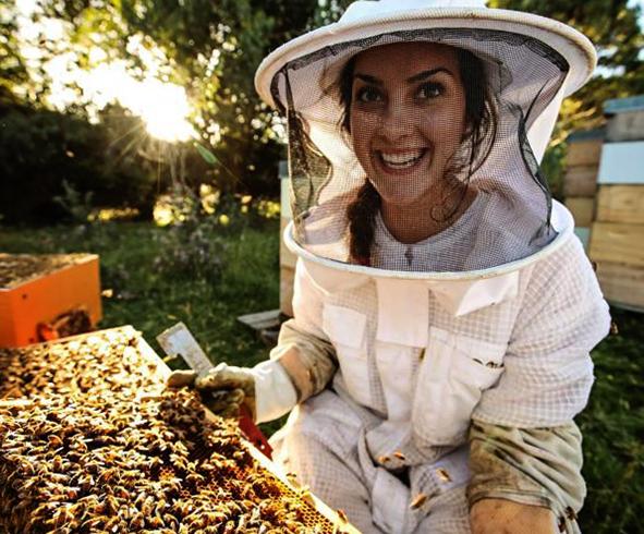 Молодая пчеловод