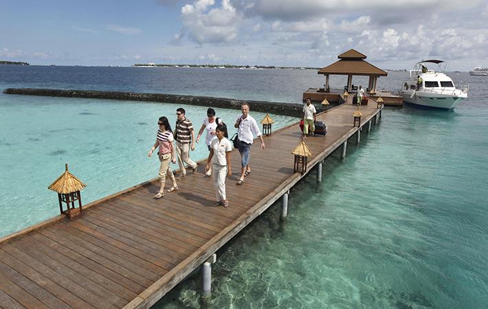 Прибытие туристов на Мальдивы