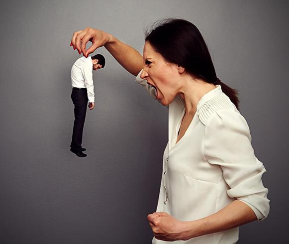 Женщина контролирует мужа