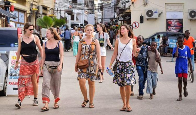 Туристы в Занзибаре